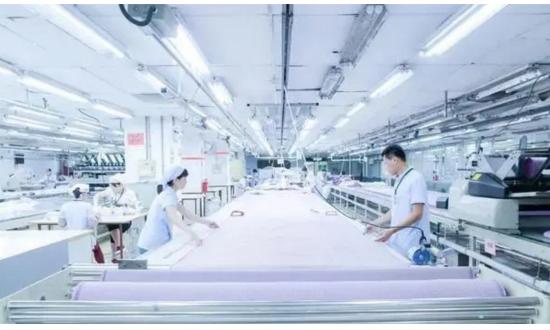 """溢达纺织:全球最大衬衫生产商的""""平衡术"""""""