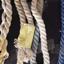 多股粗棉绳子